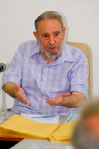 Visitó Fidel el Centro de Investigaciones de la Economía Mundial